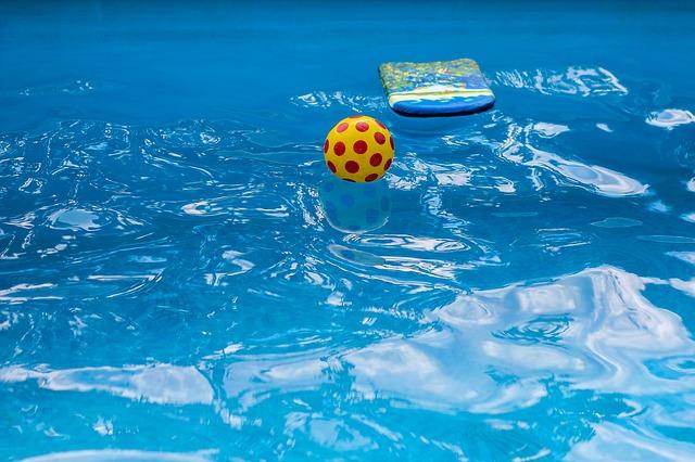 Mořská sůl do bazénu jako jeden z účinných prostředků bazénové chemie